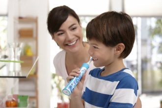 Děti a čištění zubů. Může je bavit?