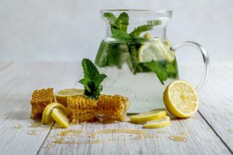 Med, zázvor, citrón nebo prosecco? Co je na chřipku nejlepší?