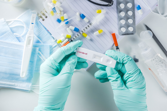 O čem se mluví: Léky na koronavirus