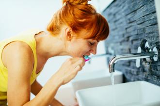 Péče o zuby a dásně očima dentální hygienistky