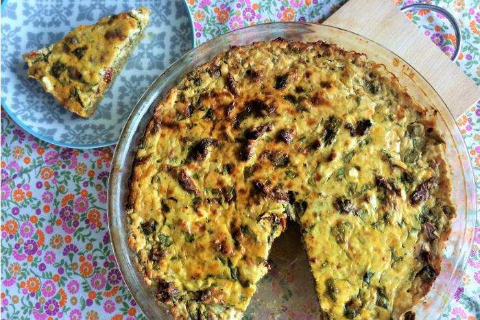 Zdravé vaření: Bramborovo-špaldový koláč s balkánským sýrem a sušenými rajčaty