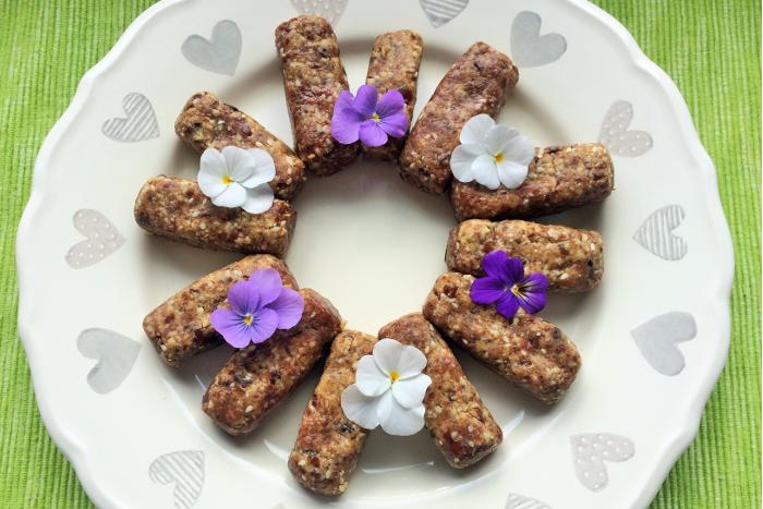 Zdravé vaření: Raw datlovo-arašídové tyčinky